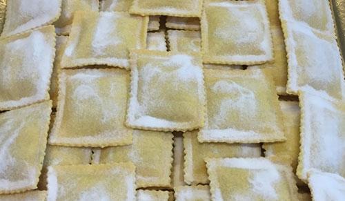 catering-roma-servizi-pasta-fresca-uomo-ripiena